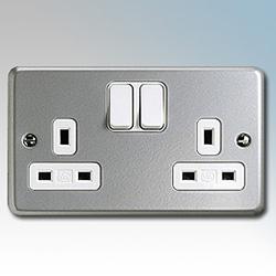 MK K2946ALM Socket 2G Switched 13A